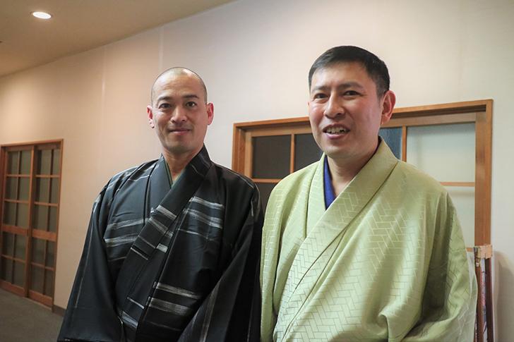 着物の男性二人